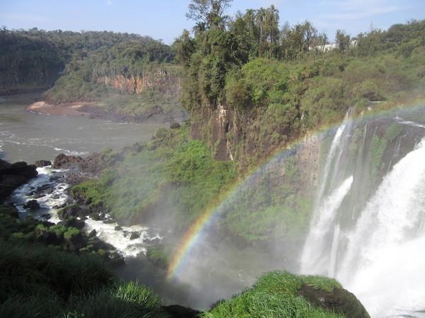 IMG_7480滝と虹.jpg