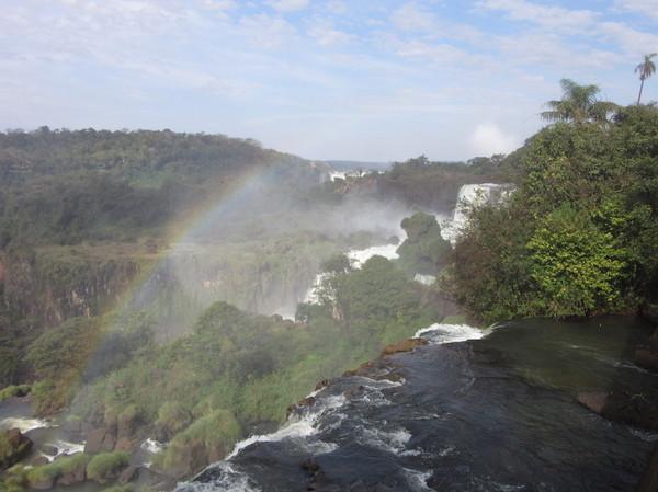IMG_7498滝と虹.jpg