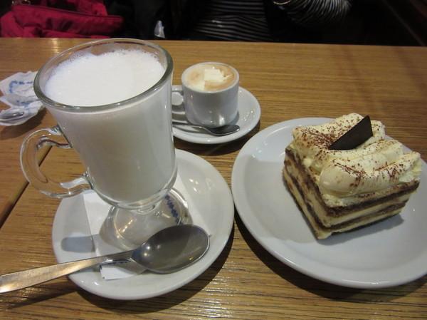 IMG_7570ミルクとケーキ.jpg