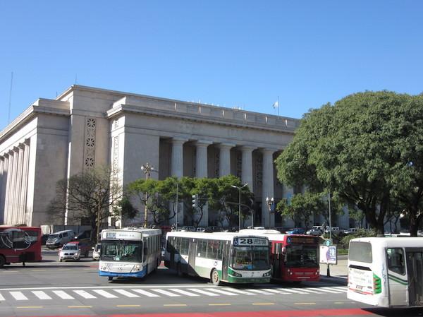 IMG_7663バスと建物.jpg