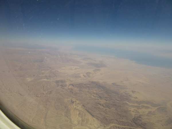 IMG_8326機窓砂漠.jpg